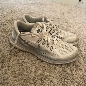 Gently used women's Nike shoes
